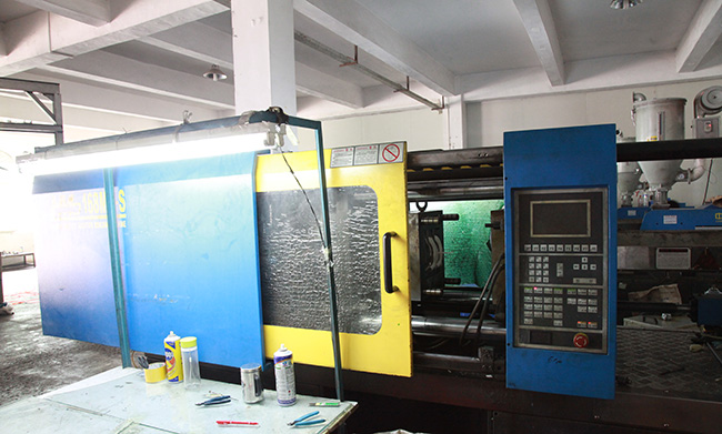 Large injection processing devi